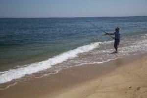 pesca in mare dalla spiaggia